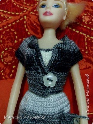 Вязаный костюм для куклы, два цвета фото 9