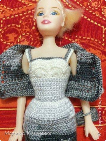 Вязаный костюм для куклы, два цвета фото 12