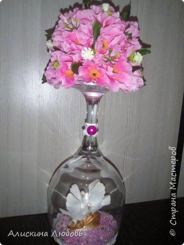 Искусственные цветы. Бисер и статуэтка  голуби. фото 1