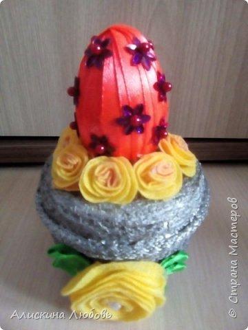 Искусственные цветы. Бисер и статуэтка  голуби. фото 5