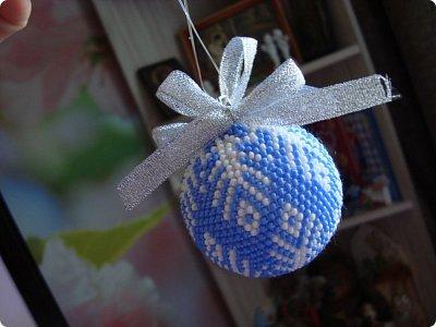 Пока я ехала на поезде в Архыз на встречу новым приключениям (так моя дочь сказала), я время зря не теряла, а связала вот такой шарик, который уже подарила...  фото 1