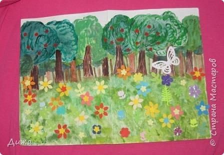 Всем огромный привет! Продолжаю показывать свои открытки :-)   Сегодня хочу вам показать двадцать вторую открытку, которую я сделала для одноклассницы. Открытка про лесную полянку. Какая -то простенькая получилась, наверное уже идеи иссякли. Вручила в конце мая, уже успела устать.   Фон нарисовала акварельными красками, приклеила вырубки цветочков и листочков.  Фоток мало фото 4