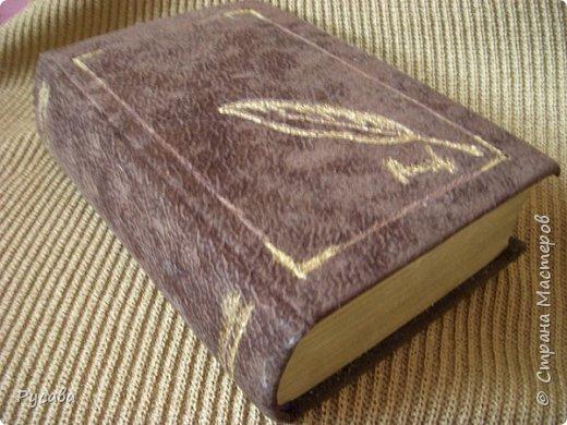 обложка книги оклеена тканью под замшу.боковые стороны прошла чуток золотом фото 1