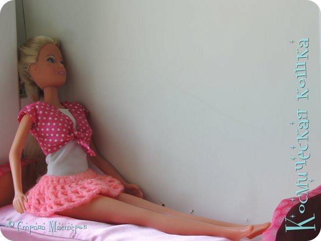 Всем привет! У меня приехала троюродная сестра, и я решила сделать что-нибудь на ее кукол. вот и связала я короткую юбку для барбейки.   фото 2