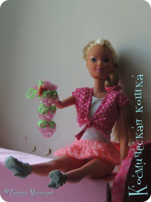 Всем привет! У меня приехала троюродная сестра, и я решила сделать что-нибудь на ее кукол. вот и связала я короткую юбку для барбейки.   фото 3
