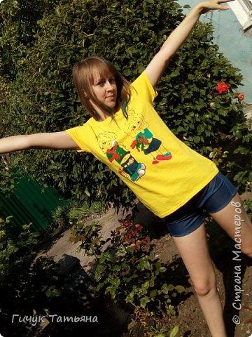Лето ,лето ,лето - это море идей и фантазий .Вот и моя идея, воплотившись в жизнь, выглядит вот так : комплект -футболка с нанесённым рисунком и шорты . фото 1