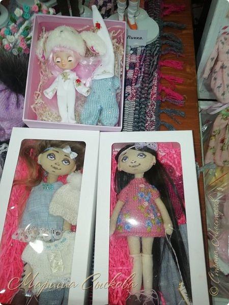 В воскресенье прошла моя вторая Выставка -Ярмарка : Планета кукол , которую я организовывала . Я со своими куколками . фото 45