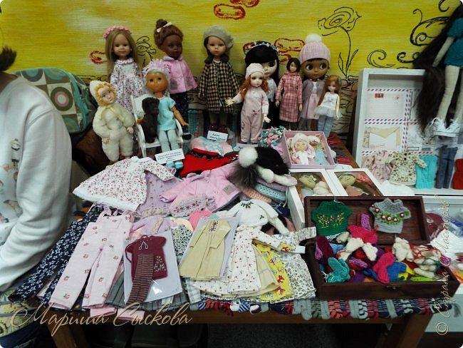 В воскресенье прошла моя вторая Выставка -Ярмарка : Планета кукол , которую я организовывала . Я со своими куколками . фото 5
