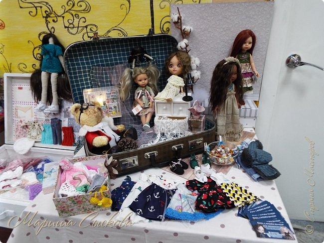 В воскресенье прошла моя вторая Выставка -Ярмарка : Планета кукол , которую я организовывала . Я со своими куколками . фото 11