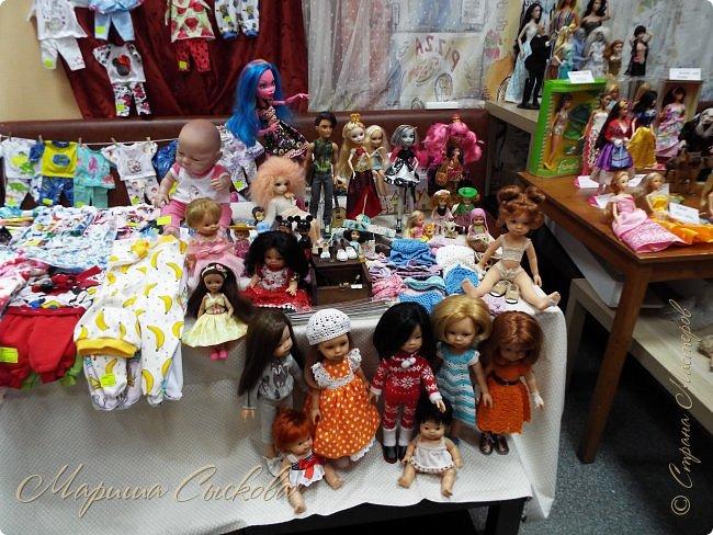 В воскресенье прошла моя вторая Выставка -Ярмарка : Планета кукол , которую я организовывала . Я со своими куколками . фото 20