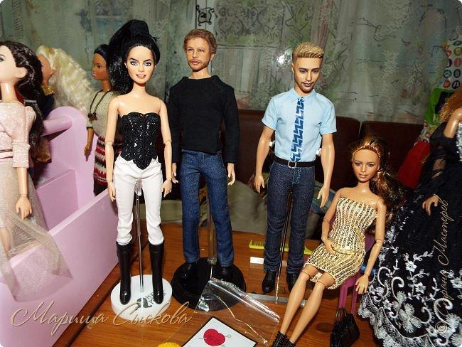 В воскресенье прошла моя вторая Выставка -Ярмарка : Планета кукол , которую я организовывала . Я со своими куколками . фото 4