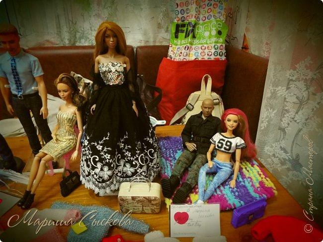 В воскресенье прошла моя вторая Выставка -Ярмарка : Планета кукол , которую я организовывала . Я со своими куколками . фото 2