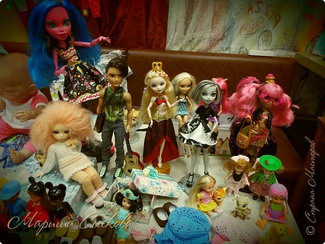 В воскресенье прошла моя вторая Выставка -Ярмарка : Планета кукол , которую я организовывала . Я со своими куколками . фото 35