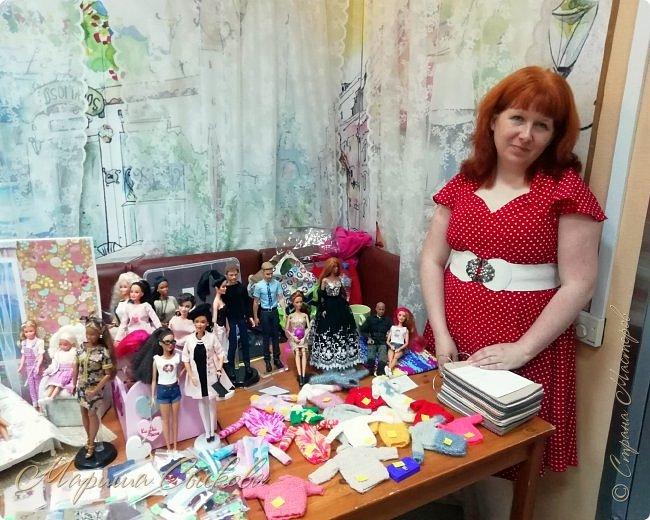 В воскресенье прошла моя вторая Выставка -Ярмарка : Планета кукол , которую я организовывала . Я со своими куколками . фото 1