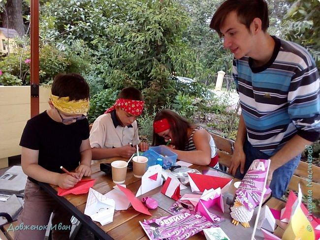 """Добрый день. Провёл мастер-класс по оригами для детей в возрасте от 3 года до 14 лет. Мероприятие называлось """"Пингвины без ангины"""".  Работы предназначены для раннего развития детей  Очень много было желающих сделать вот такое мороженное рожок.   Работы делаем по сложности изготовления 1)   фото 21"""
