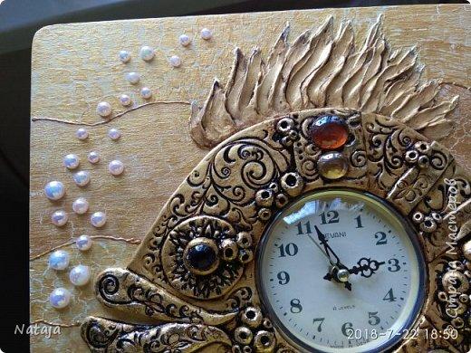 Принесли мне основу - фанера с врезанным часовым механизмом (старый, но действующий будильник). Попросили сделать часы с рыбой. И должны они быть золотого цвета. фото 5