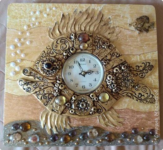 Принесли мне основу - фанера с врезанным часовым механизмом (старый, но действующий будильник). Попросили сделать часы с рыбой. И должны они быть золотого цвета. фото 10