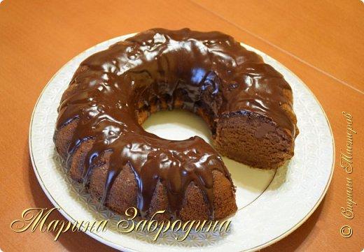 Попробуйте приготовить восхитительный божественно вкусный шоколадный кекс! Готовится очень быстро, да и набор продуктов совсем несложный.   Для теста: мука - 100 г крахмал кукурузный (картофельный) - 65 г сахар - 100 г какао-порошок - 15 г яйца куриные - 5 шт. молоко сгущенное - 40 г масло сливочное - 110 г ванильный сахар - 1 пакетик (это 8 г) разрыхлитель для теста - 1 ч.л.  Глазурь: 75 г шоколада темного 50 г сливочного масла   фото 2