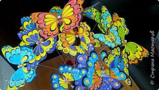 Случайно увидела на просторах сети сее чудо. и так понравился мне чудесно необыкновенный букет из летних, невесомых, волшебных бабочек. А на носу и фотосессия и образ уже продуман. Но не хватало изюминки. Такой изюминкой и стал для меня этот чудесный букет. фото 9