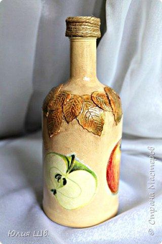 Добрый день, дорогие мастерицы! я с бутылочками для наливок домашних. Стеклянные бутылки, грунт, краска, салфетки, объемные элементы выполнены из массы для лепки Das. фото 4