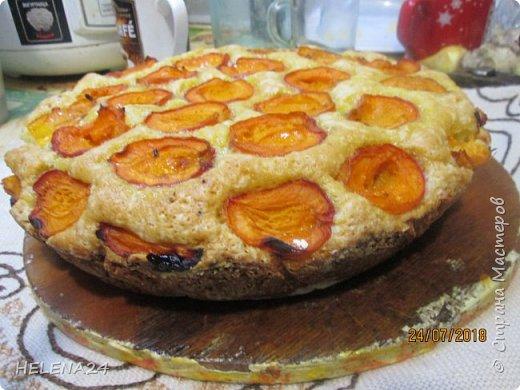 В этом году урожай абрикосов просто огромный ,я уже столько всего наделала....И вот решила пирог испечь пока не все абрикосы по банкам закрыла .Процесс не снимала,просто не до того было .всё делалось в авральном режиме. фото 2