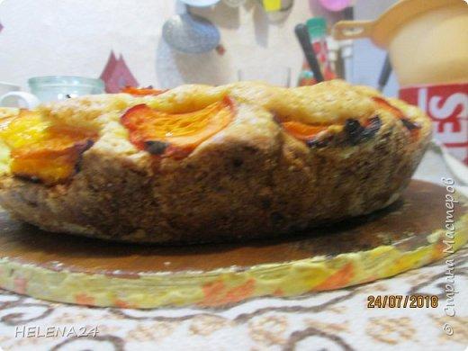 В этом году урожай абрикосов просто огромный ,я уже столько всего наделала....И вот решила пирог испечь пока не все абрикосы по банкам закрыла .Процесс не снимала,просто не до того было .всё делалось в авральном режиме. фото 3