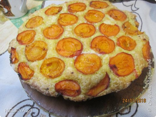 В этом году урожай абрикосов просто огромный ,я уже столько всего наделала....И вот решила пирог испечь пока не все абрикосы по банкам закрыла .Процесс не снимала,просто не до того было .всё делалось в авральном режиме. фото 1