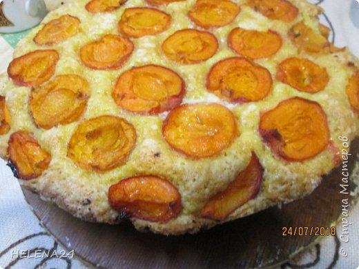 В этом году урожай абрикосов просто огромный ,я уже столько всего наделала....И вот решила пирог испечь пока не все абрикосы по банкам закрыла .Процесс не снимала,просто не до того было .всё делалось в авральном режиме. фото 5