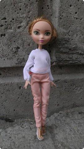 Хотите ли вы знать, с каких пор в городе Суэрте* пошла мода на брючные костюмы? Эту занятную историю я вам сейчас и поведаю. Давным-давно жила в этом городе девушка по имени Шелли. Она была искусной мастерицей и трудолюбивой швеей.  фото 11