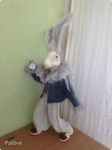 Скульптура из папье -маше . Удивительный подарок для всей семьи. Ткани натуральные или смешанные. Винтажное кружево. Мудрый кролик из сказки ------ хороший собеседник в зимние вечера.