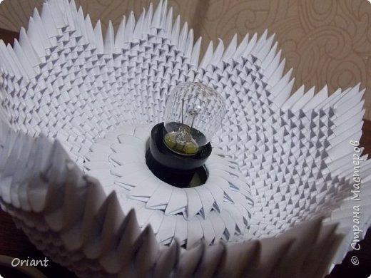 """Всем привет! Представляю вашему вниманию декоративный светильник """"Украинские мотивы"""". Делался он очень долго, делался к  пасхальным праздникам - подразумевалось, что это стилизованное яйцо, несущее свет. Основа сделана по мастер-классу замечательной мастерицы Tran Nga   (https://www.youtube.com/watch?v=FLMgLVv957E). А квиллинговые """"украшалки"""" символизируют Украину - подсолнухи, колосья, калина. фото 3"""