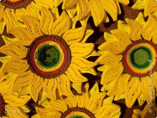 """Всем привет! Представляю вашему вниманию декоративный светильник """"Украинские мотивы"""". Делался он очень долго, делался к  пасхальным праздникам - подразумевалось, что это стилизованное яйцо, несущее свет. Основа сделана по мастер-классу замечательной мастерицы Tran Nga   (https://www.youtube.com/watch?v=FLMgLVv957E). А квиллинговые """"украшалки"""" символизируют Украину - подсолнухи, колосья, калина. фото 9"""