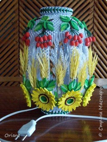 """Всем привет! Представляю вашему вниманию декоративный светильник """"Украинские мотивы"""". Делался он очень долго, делался к  пасхальным праздникам - подразумевалось, что это стилизованное яйцо, несущее свет. Основа сделана по мастер-классу замечательной мастерицы Tran Nga   (https://www.youtube.com/watch?v=FLMgLVv957E). А квиллинговые """"украшалки"""" символизируют Украину - подсолнухи, колосья, калина. фото 1"""