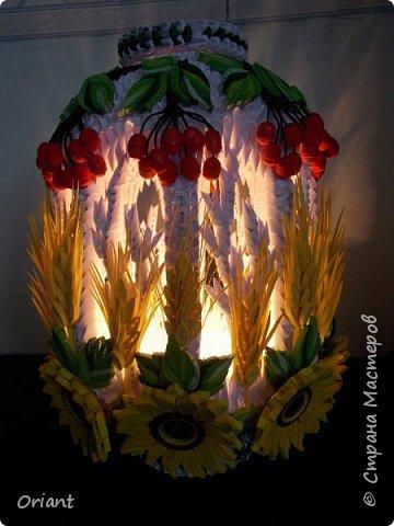 """Всем привет! Представляю вашему вниманию декоративный светильник """"Украинские мотивы"""". Делался он очень долго, делался к  пасхальным праздникам - подразумевалось, что это стилизованное яйцо, несущее свет. Основа сделана по мастер-классу замечательной мастерицы Tran Nga   (https://www.youtube.com/watch?v=FLMgLVv957E). А квиллинговые """"украшалки"""" символизируют Украину - подсолнухи, колосья, калина. фото 11"""