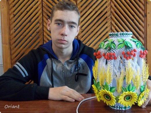 """Всем привет! Представляю вашему вниманию декоративный светильник """"Украинские мотивы"""". Делался он очень долго, делался к  пасхальным праздникам - подразумевалось, что это стилизованное яйцо, несущее свет. Основа сделана по мастер-классу замечательной мастерицы Tran Nga   (https://www.youtube.com/watch?v=FLMgLVv957E). А квиллинговые """"украшалки"""" символизируют Украину - подсолнухи, колосья, калина. фото 12"""