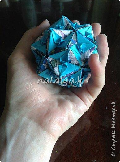 """Кусудама """"Поцелуй сакуры"""". Делала по этому мастер-классу: https://stranamasterov.ru/node/1096161 (хотя их в интернете очень много). Я решила сделать ее разноцветной (здесь и далее я фотографировала с разных ракурсов, чтобы показать большинство используемых цветов) фото 13"""