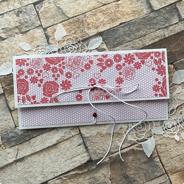 На днях попросили сделать открытку на юбилей, а цвет забыли уточнить:) Я сделала в благородно розовом цвете:)) И как, это бывает... через пару дней мне написали про цвет:) Оговорюсь, заказчик не знал, что розовая уже готова. Время позволяло и я сделала вторую, красную:) А какую в итоге заберут, не знаю пока:))) фото 15