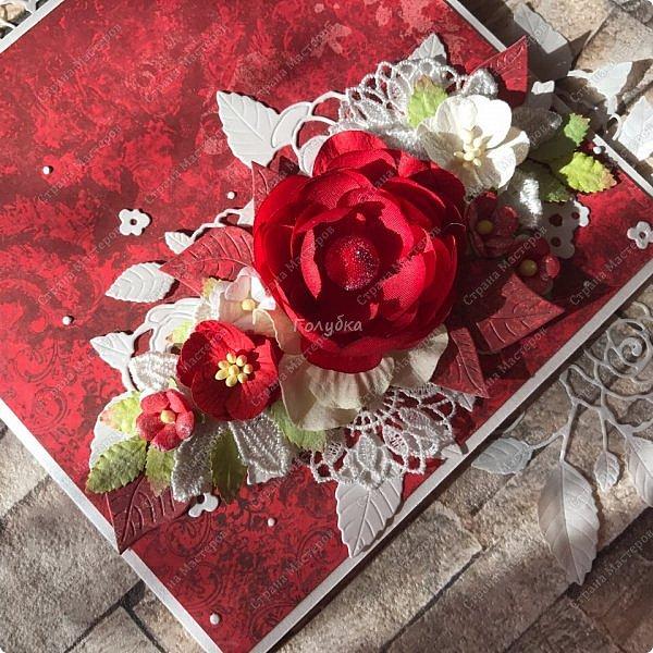 На днях попросили сделать открытку на юбилей, а цвет забыли уточнить:) Я сделала в благородно розовом цвете:)) И как, это бывает... через пару дней мне написали про цвет:) Оговорюсь, заказчик не знал, что розовая уже готова. Время позволяло и я сделала вторую, красную:) А какую в итоге заберут, не знаю пока:))) фото 8