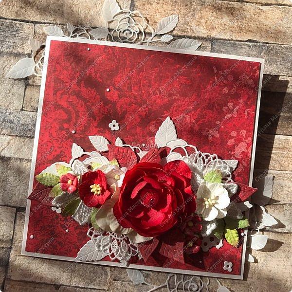 На днях попросили сделать открытку на юбилей, а цвет забыли уточнить:) Я сделала в благородно розовом цвете:)) И как, это бывает... через пару дней мне написали про цвет:) Оговорюсь, заказчик не знал, что розовая уже готова. Время позволяло и я сделала вторую, красную:) А какую в итоге заберут, не знаю пока:))) фото 6