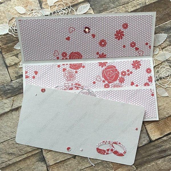 На днях попросили сделать открытку на юбилей, а цвет забыли уточнить:) Я сделала в благородно розовом цвете:)) И как, это бывает... через пару дней мне написали про цвет:) Оговорюсь, заказчик не знал, что розовая уже готова. Время позволяло и я сделала вторую, красную:) А какую в итоге заберут, не знаю пока:))) фото 14