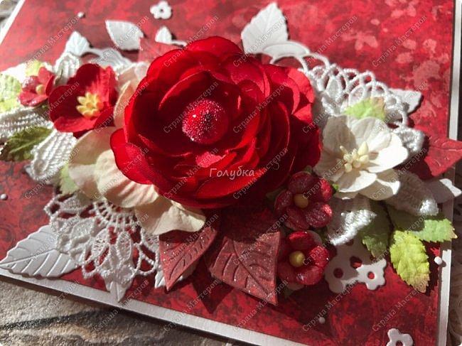 На днях попросили сделать открытку на юбилей, а цвет забыли уточнить:) Я сделала в благородно розовом цвете:)) И как, это бывает... через пару дней мне написали про цвет:) Оговорюсь, заказчик не знал, что розовая уже готова. Время позволяло и я сделала вторую, красную:) А какую в итоге заберут, не знаю пока:))) фото 7