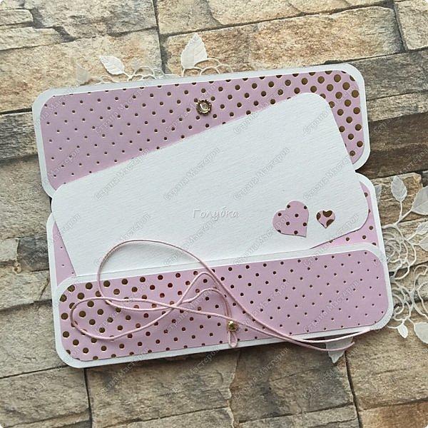 На днях попросили сделать открытку на юбилей, а цвет забыли уточнить:) Я сделала в благородно розовом цвете:)) И как, это бывает... через пару дней мне написали про цвет:) Оговорюсь, заказчик не знал, что розовая уже готова. Время позволяло и я сделала вторую, красную:) А какую в итоге заберут, не знаю пока:))) фото 19