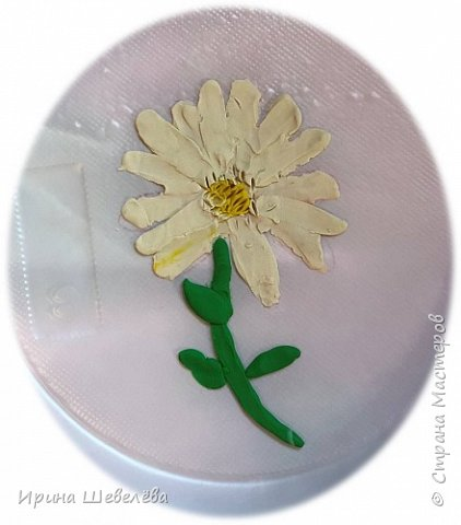 Приветствую всех, кто зашёл ко мне на страничку. Этим летом нам с внучкой Алисой (4,5 лет) пришла идея рисовать пластилином цветы. Решили освоить технику пластилиновой живописи. фото 2