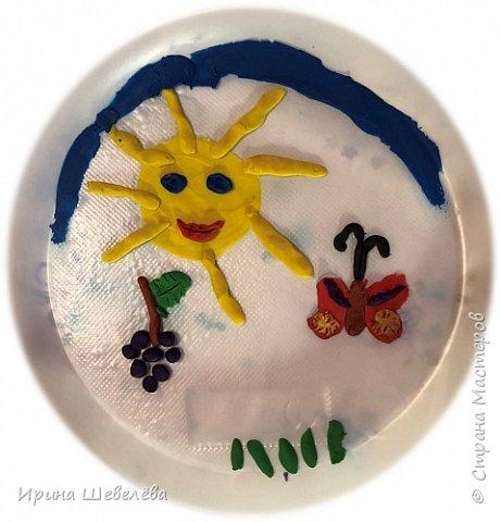 Приветствую всех, кто зашёл ко мне на страничку. Этим летом нам с внучкой Алисой (4,5 лет) пришла идея рисовать пластилином цветы. Решили освоить технику пластилиновой живописи. фото 6