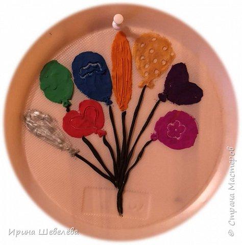 Приветствую всех, кто зашёл ко мне на страничку. Этим летом нам с внучкой Алисой (4,5 лет) пришла идея рисовать пластилином цветы. Решили освоить технику пластилиновой живописи. фото 13