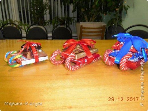 Всем добрый день! На дворе лето, а я с новогодними подарками. Вот такими маленькими подарочками поздравляла коллег с Новым годом.За идею и шаблоны снеговичков спасибо Марине (Raketa). Как делать сани и оленей нашла в интернете. Всем спасибо за идеи! фото 2
