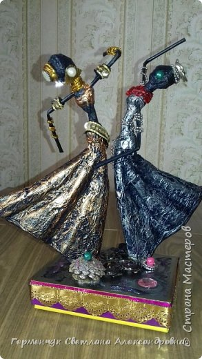 Добрый день  СМ!!!     На просторах интернета увидела  поделку -танцующие  девушки .    Мне понравилась такая  поделка , и я решила  изменить  и сделать шкатулку -  с танцующими  девушками . Девушкам  добавила украшения  в стиле стимпанк и   украсила коробочку   фото 2