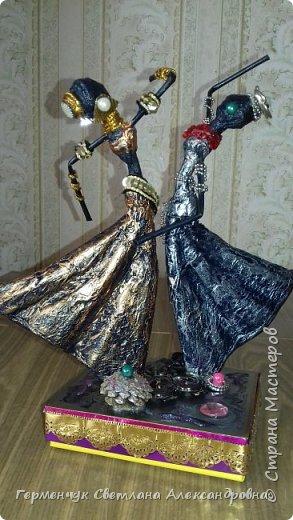 Добрый день  СМ!!!     На просторах интернета увидела  поделку -танцующие  девушки .    Мне понравилась такая  поделка , и я решила  изменить  и сделать шкатулку -  с танцующими  девушками . Девушкам  добавила украшения  в стиле стимпанк и   украсила коробочку   фото 29