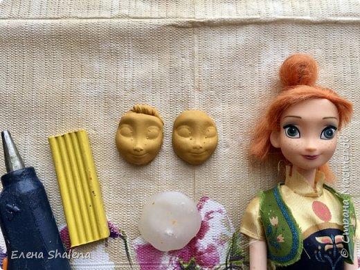 Сегодня я хочу покажу вам, как легко можно сделать молд своими руками+лепка лица с помощью клея и куклы за 5 мин.  Для работы нам надо:  пластилин (или глина); подсолнечное масло; ватные диски 1шт; клеевой пистолет; кукла. Вот и все:) Всем хорошего дня!  фото 2