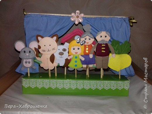 """Здравствуйте! Хочу показать наше выполненное домашнее задание для детского сада) Это кукольный театр по сказке """"Репка"""".    Событие совпало с желанием опробовать такой материал как фетр.  """"Декорации"""")  фото 5"""